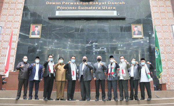 Fraksi PKS Sumut Kenakan Syal Palestina saat Sidang Paripurna