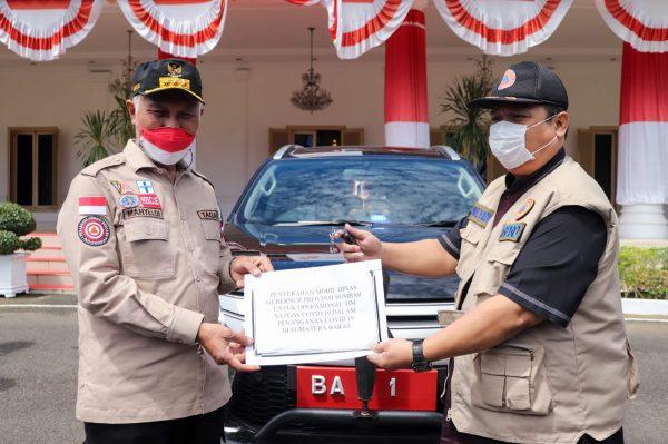 Gubernur Sumbar Serahkan Mobil Dinas ke Satgas Covid-19, Kini Gunakan Mobil Pribadi