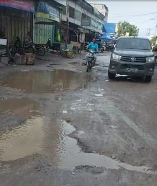 Pimpinan DPRD Sumut Prihatin Jalan Rusak di Sergai